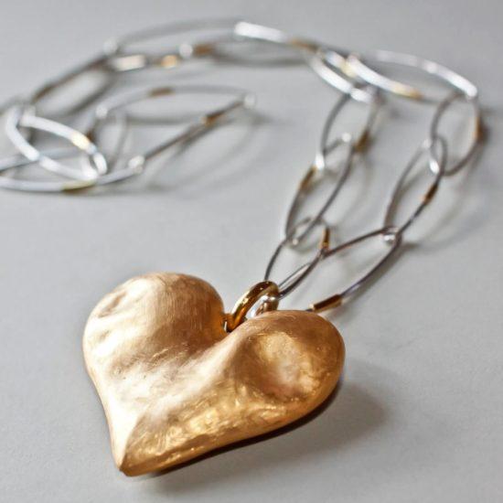 "Wisior na łańcuchu ""Serce"" – srebro złocone"