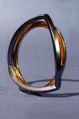 Bransoleta Koło - Trójkąt. Praca z limitowanej kolekcji przygotowanej na rynek szwedzki w latach 2000/2001.