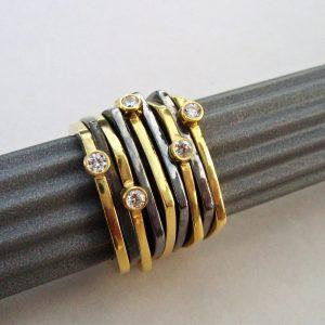 Obrączki z cyrkoniami - srebro pozłacane i srebro rutenowane, cyrkonie, czarno - złote