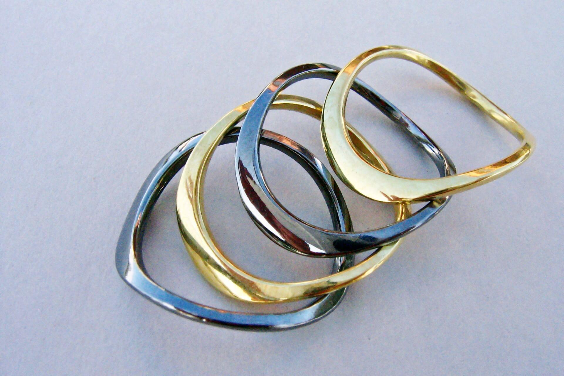 Obrączki - srebro pozłacane i srebro rutenowane, czarno - złote